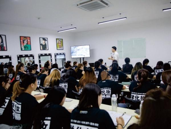 彩妆型校长班+大专文凭