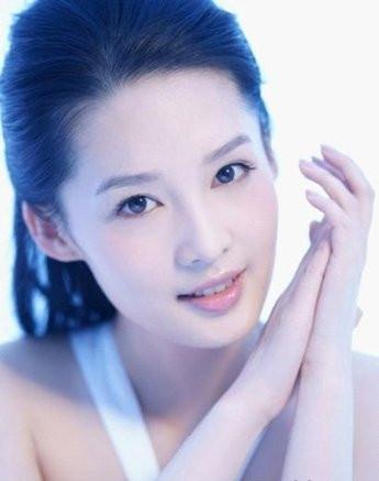 麻城美甲学校分享化妆技巧之简单4步打造惹人怜爱的垂眼妆