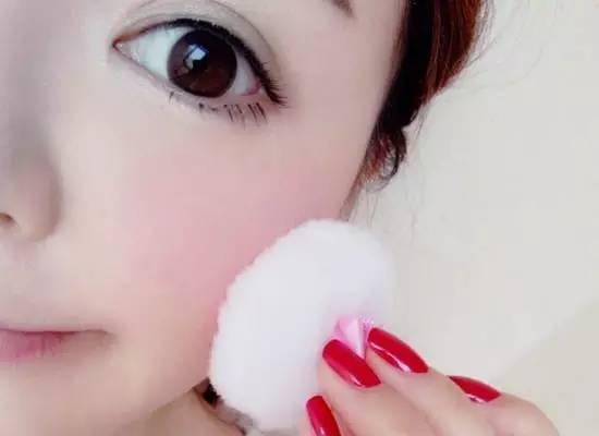 麻城化妆学校——涂抹口红不褪色的小技巧