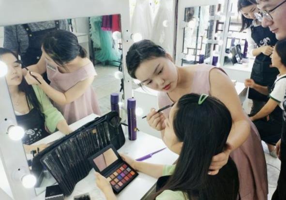 化妆师跟妆的流程
