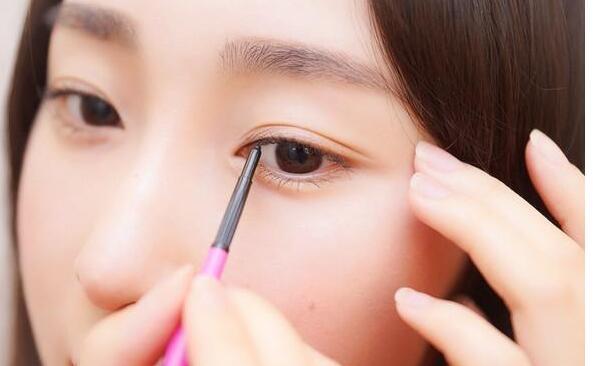 化妆培训一般多少钱?